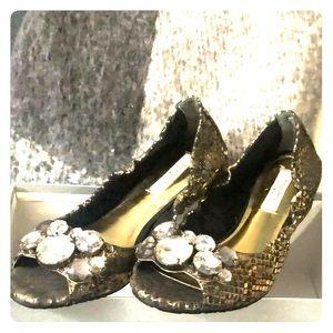 NIB Simply Vera Wang open shoes, beautiful colors